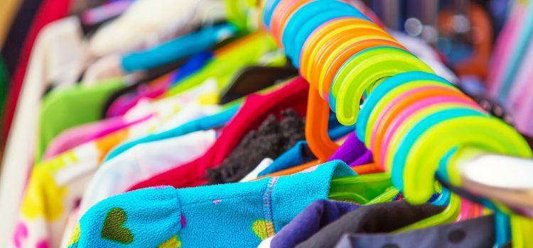Zalety kupowania ubrań wsecond-handach
